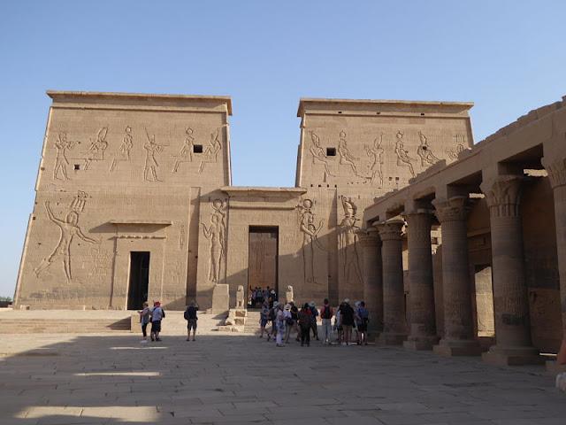cortile tempio di philae