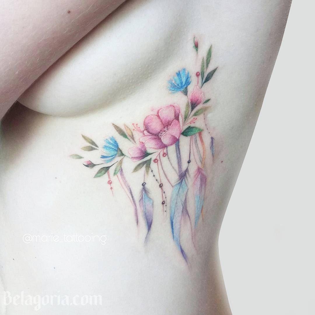 Vemos tatuaje para mujer en las costillas