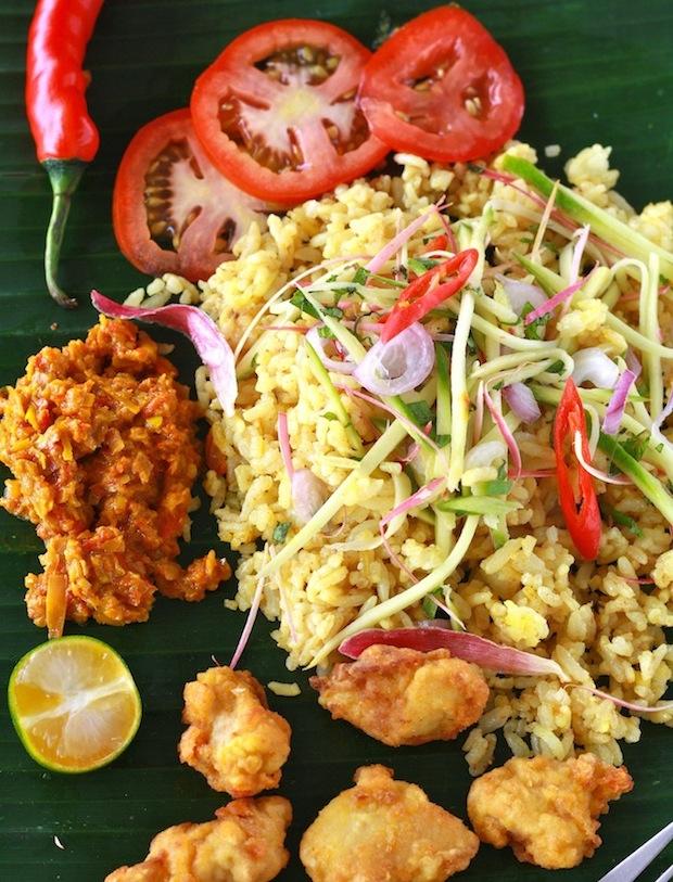 Malaysian Nasi Kerabu recipe by SeasonWithSpice.com