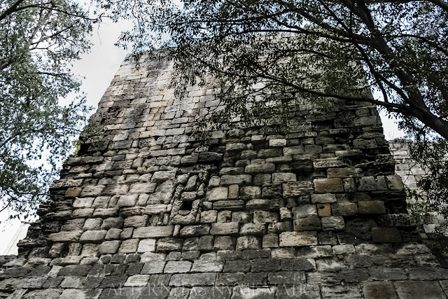 Torreón romano de las murallas de Arelate.