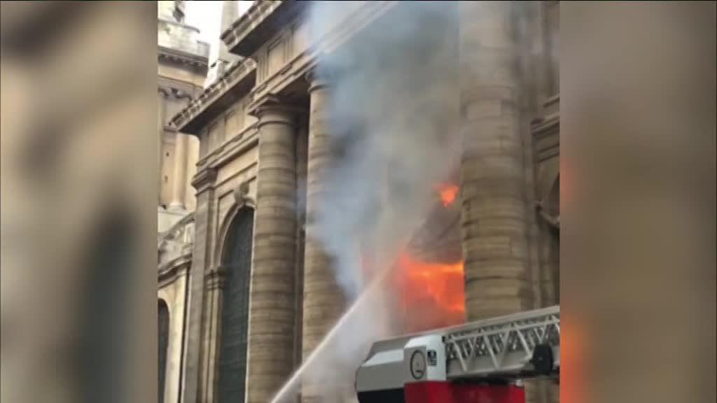 Resultado de imagem para igreja Saint-Sulpice QUEIMADA