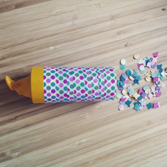 diy un canon confettis avec un rouleau de papier toilette initiales gg. Black Bedroom Furniture Sets. Home Design Ideas