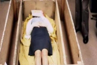 ΣΟΚ: Την κρατούσαν σε φέρετρο ζωντανή για 7 χρόνια