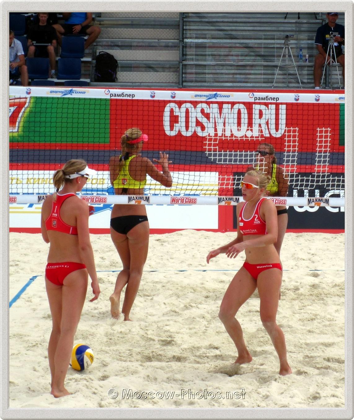 Madelein Meppelink & Marloes Wesselink (NED) vs. Irina Tsimbalova &  Tatyana Mashkova