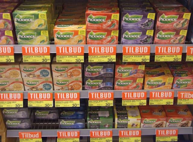 Im Paradies dänischen Essens. Unsere Lieblings-Lebensmittel im Urlaub. Pickwick Tee findet man oft im dänischen Supermarkt.
