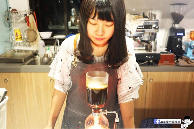 IMG 4569 - 熱血採訪│凱度高空咖啡館,隱藏在高樓大廈裡的夜景咖啡,百元有找,談生意、約會好地方