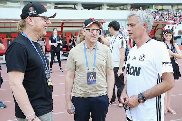 """Đại họa cho Mourinho: MU """"bốc hơi"""" 300 triệu bảng, ông chủ Mỹ cấm mua sắm 2"""