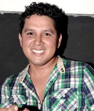 Foto de Néstor Villanueva con nuevo look
