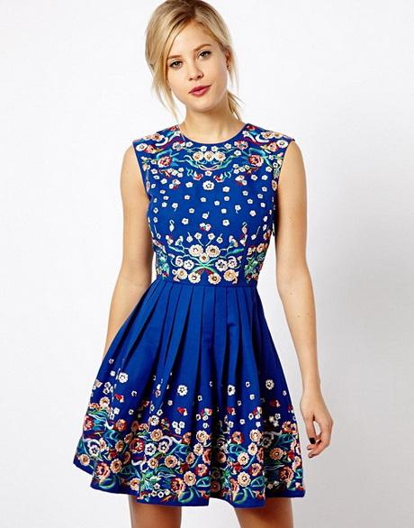 vestido de moda azul con flores