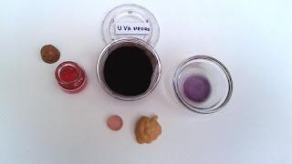 Jabón-con-colorante-natural-uva-negra-Chaladura-de-jabones