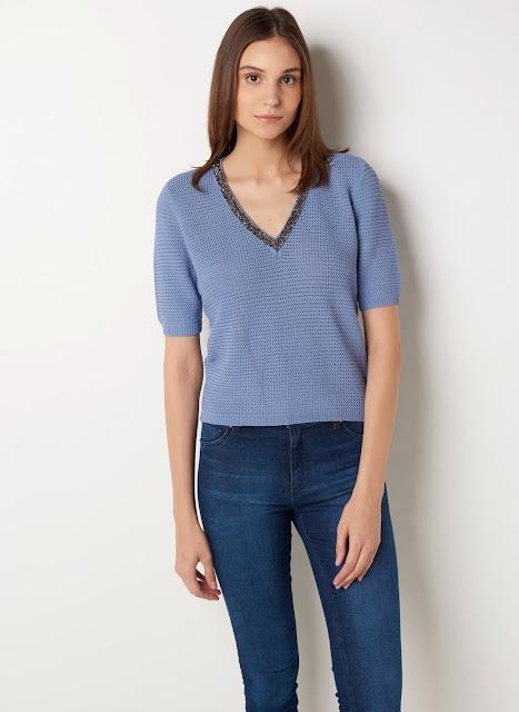 Blusa em crochê com modelagem solta decote V