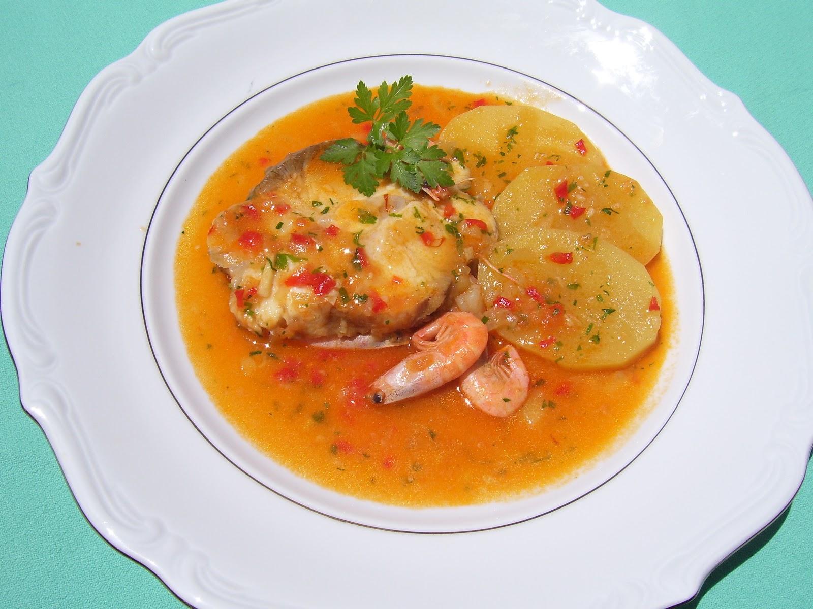 Resultado de imagen para cazón con salsa de tomate y pimientos