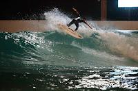 wavegarden cove night surfing 08 kauli