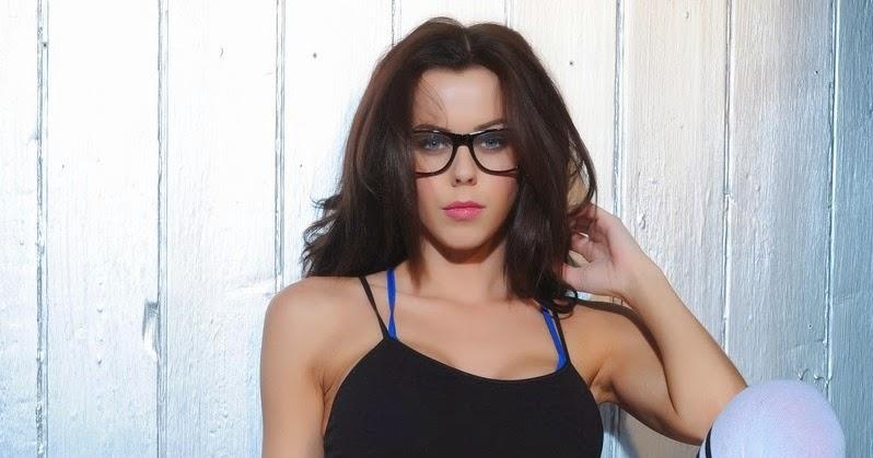 Lauren Davies Cycling: Glamour Models UK: Jennifer Ann