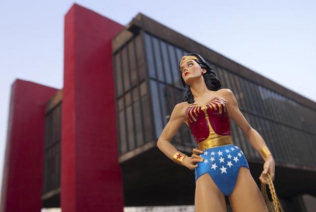 Especial: Fotografa flagra super-herois pela cidade 13