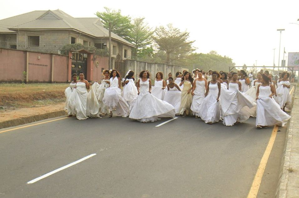 Confusion As Over 40 Brides Take Over The Streets Of Owerri, Imo State (Photos)