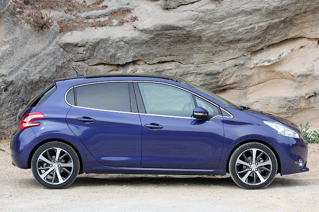 Bitty so HOT: 2012 Peugeot 208