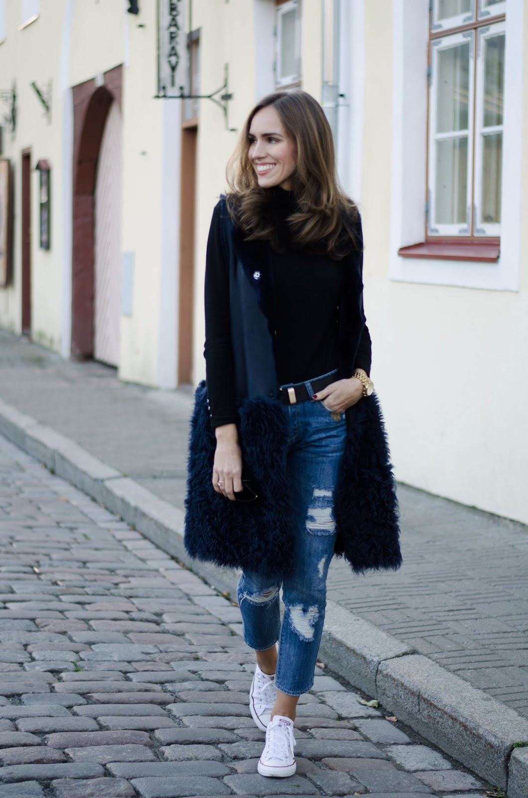 shearling vest ripped jeans casual outfit