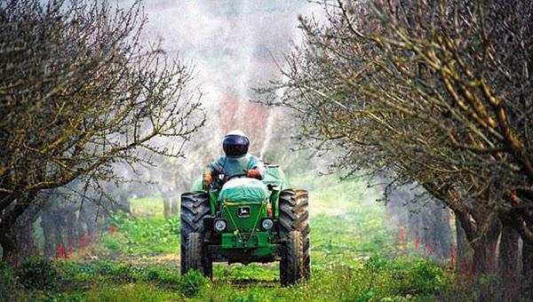 Οι ανοιξιάτικοι ψεκασμοί, τα μέτρα προστασίας για τις μέλισσες και η ορθολογική χρήση των γεωργικών φαρμάκων
