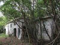 Edificios en la ya abandonada base de misiles