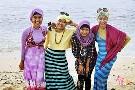 Model Pakaian Pantai Wanita Terbaru