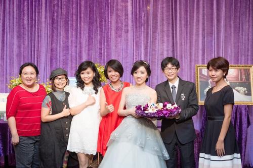 妹妹結婚時,邀請郭芳秀老師設計新娘髮妝造型。