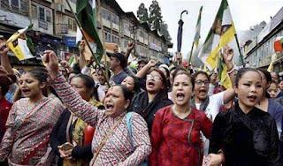 violence-in-darjeeling-mob-burnt-police-pos