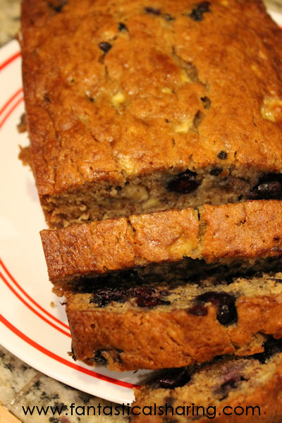 Blueberry Banana Bread | Blueberry and banana are the perfect pair in this scrumptious banana bread recipe! #recipe #banana #bread