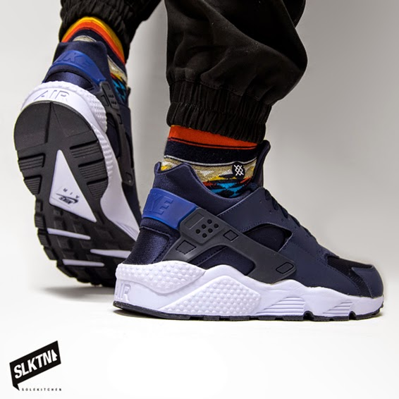super popular d1571 31395 ... the navy-colored, flexible mesh and leather overlays a perfect sneaker  to support you every day, step by step. 2015, this gonna be the Huarache -year!