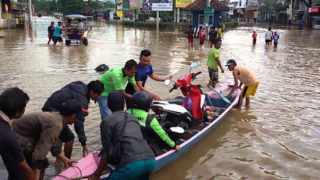 Banjir Kembali Terjang Bandung, Sedikitnya 3 Kecamatan Terendam dan 556 Warga Mengungsi
