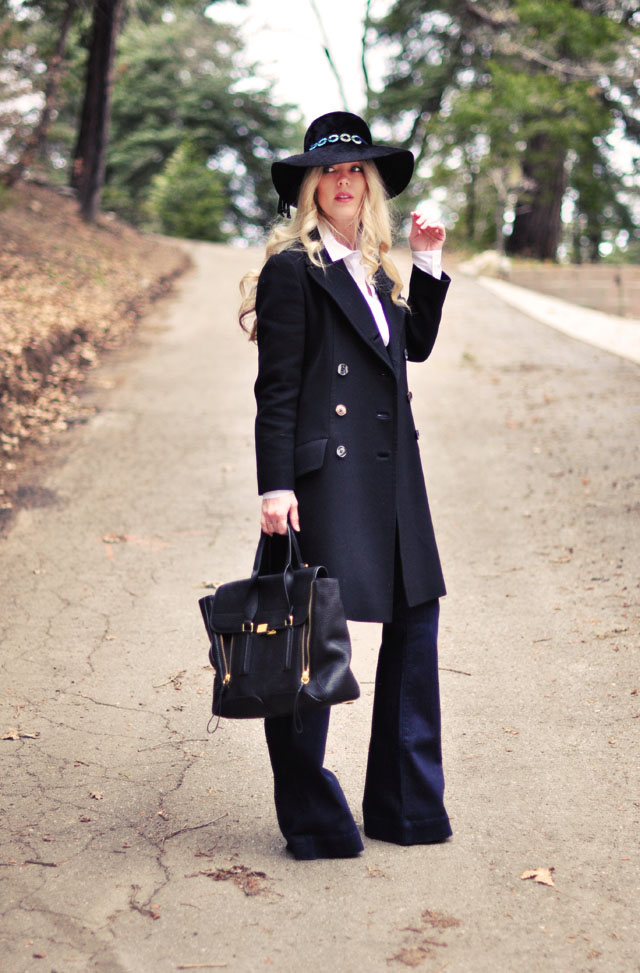 Classic style, flared lovestory jeans, white button down, vintage military coat, floppy hat