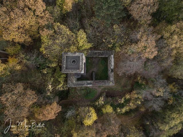 Château du Hagueneck (état 2017). La partie creuse du rempart permet, seule, d'accéder au donjon.
