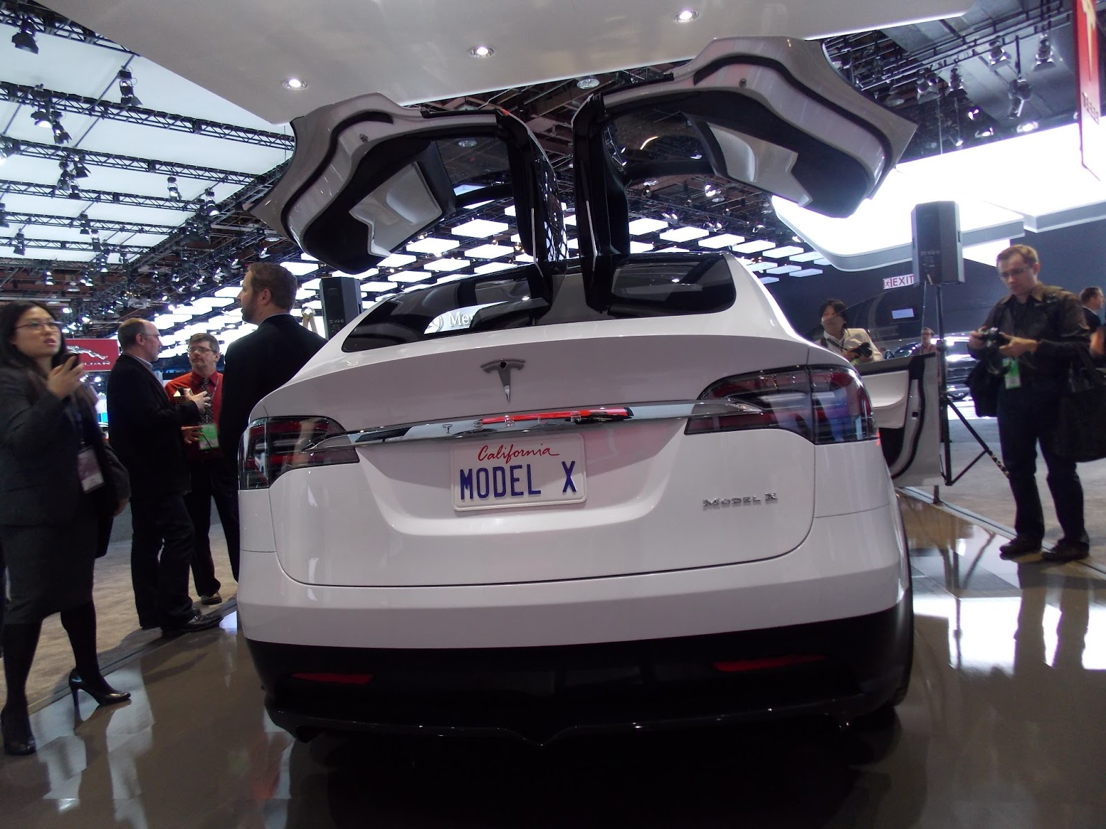 voiture du futur contact avec la tesla model x detroit. Black Bedroom Furniture Sets. Home Design Ideas