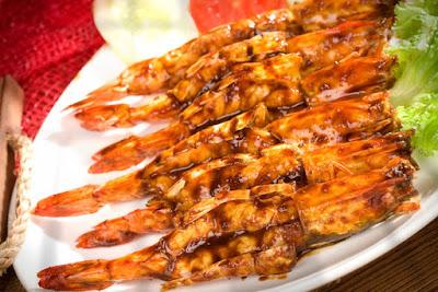 Udang bakar madu merupakan salah satu masakan seafood yang mendunia Resep Membuat Udang Bakar Madu Lezat