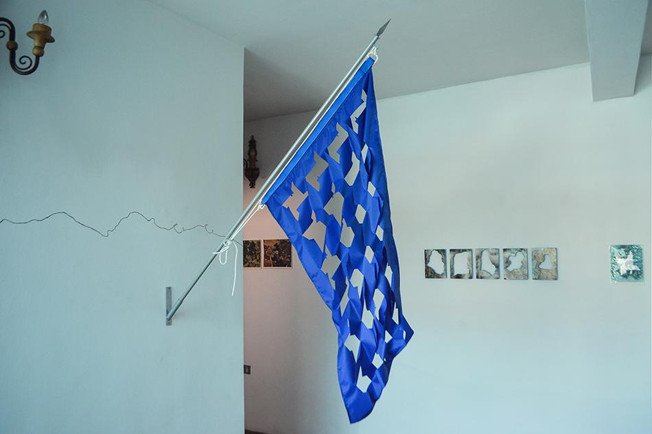 De la serie Banderas para el recuerdo sobre el fortín la Cumbre