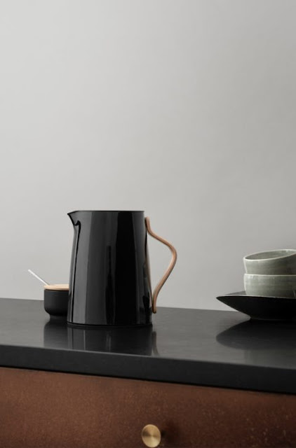 Pitcher With Black Color