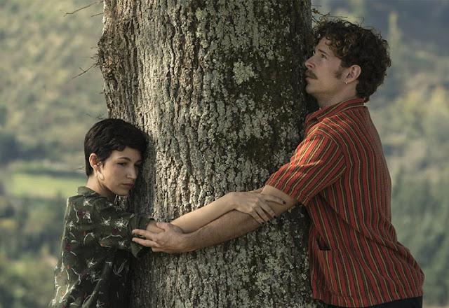 Ursula Corberó y Álvaro Cervantes en 'El árbol de la árbol'
