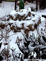 Kräuterspirale mit Schneedecke