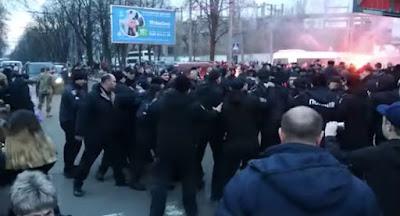Національний корпус зірвав мітинг Порошенка у Черкасах