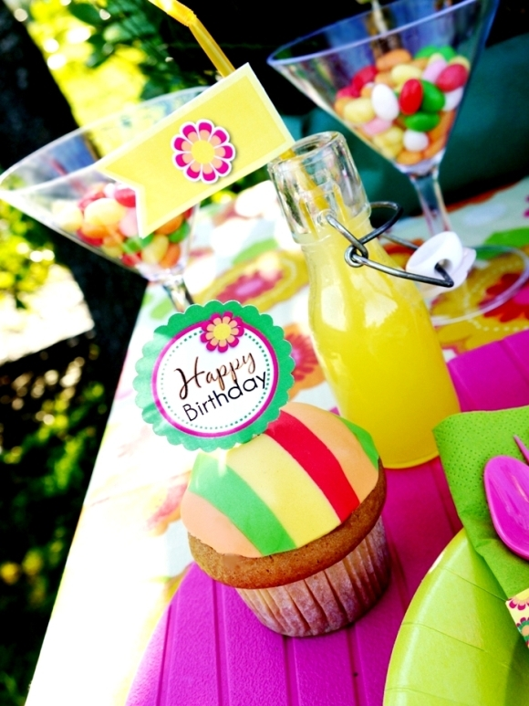 DIY Pinata Dulce de Leche Fiesta Cupcakes for Birthdays or Cinco de Mayo - BirdsParty.com