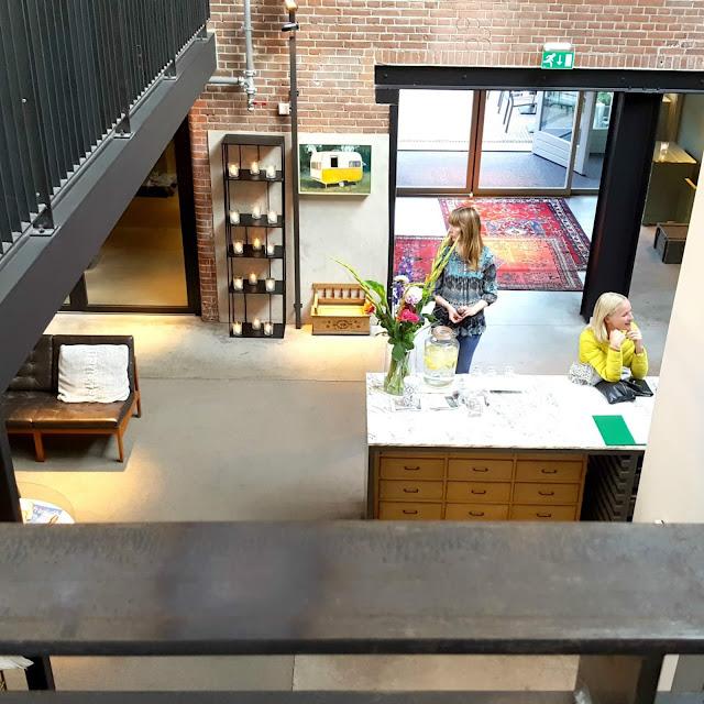 עמדת הקבלה  HOTEL DE HALLEN באמסטרדם