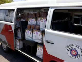 Policiais Militares distribuem cestas básicas para famílias do programa de enfrentamento à violência doméstica