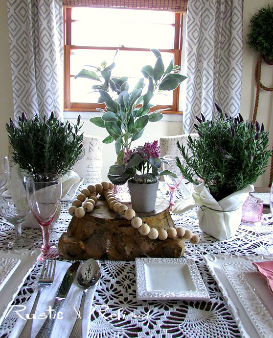 Cozying up the dining room by setting a pretty and colorful table