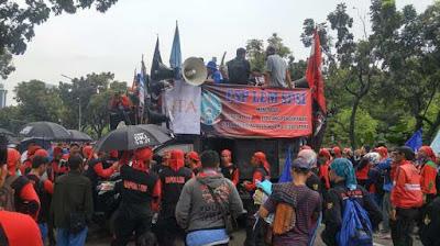 Demo Buruh Tuntut Kenaikan Upah