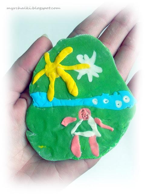 мастика в руках детей