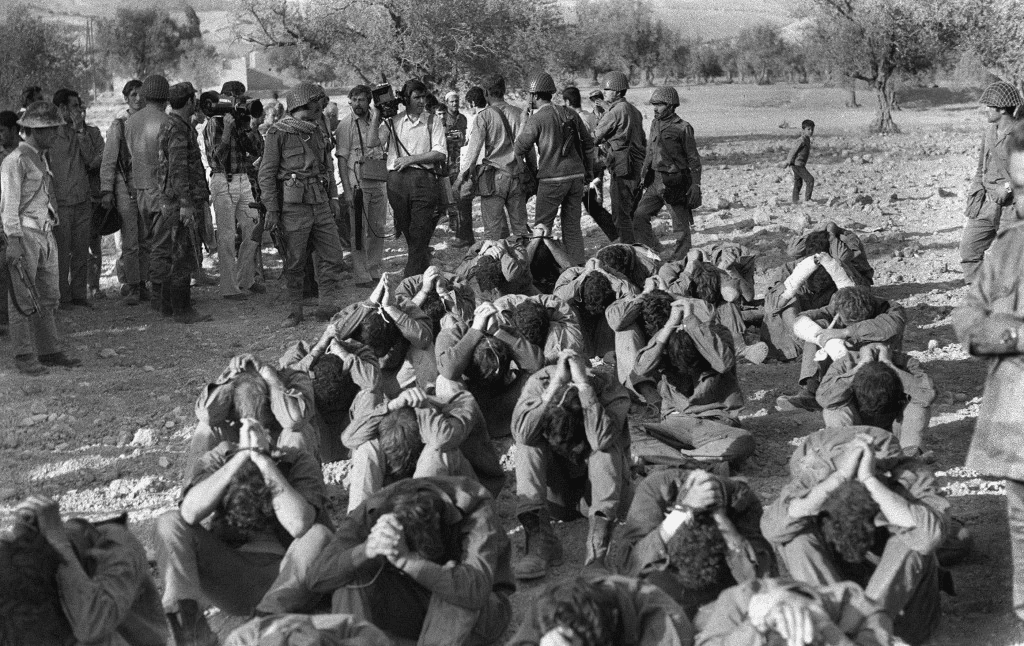36 Amazing Historical Pictures. #9 Is Unbelievable - Israeli officers captured by Syrian troops during the Yom Kippur War are presented to the media, October 1973.