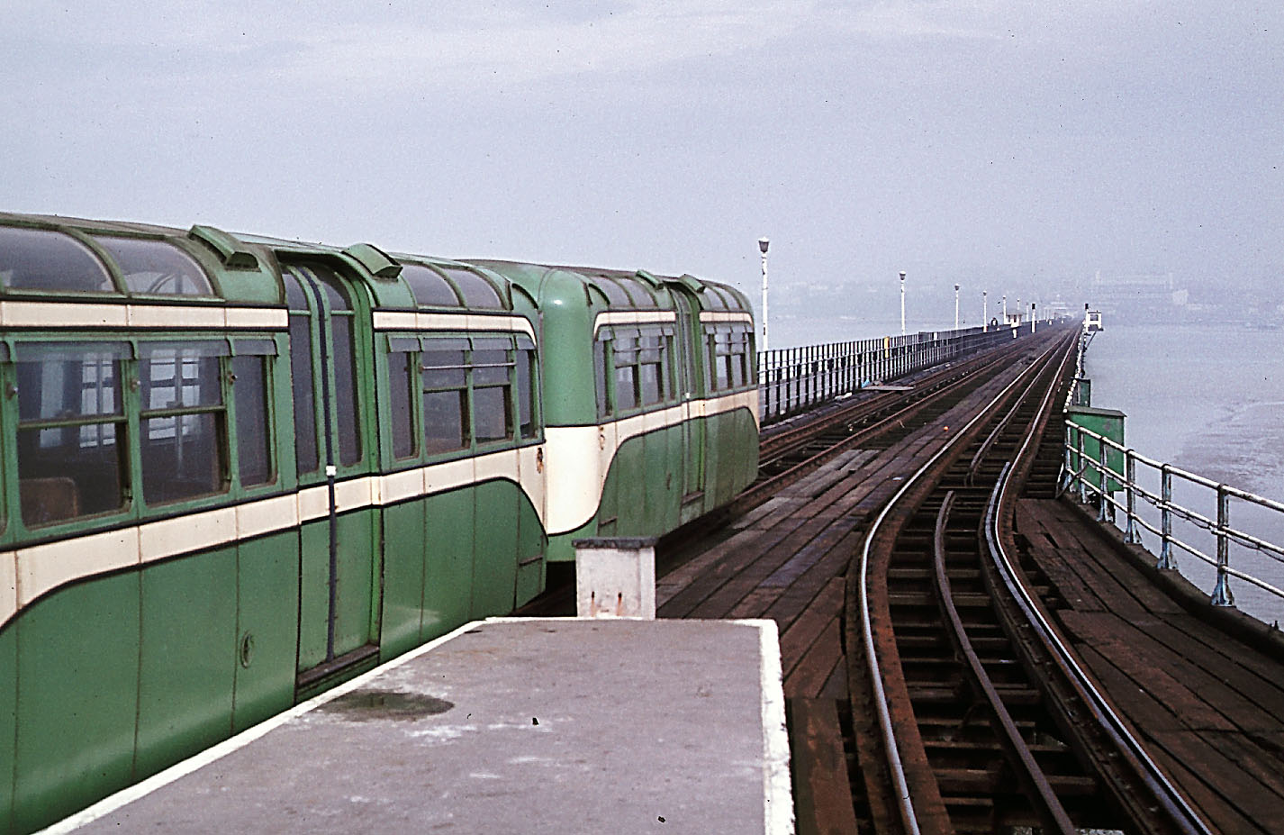 SouthendGreenTrainService2 - The Southend Pier railway