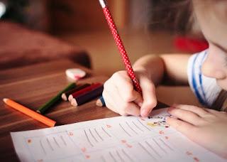 5 Cara Sederhana Ini Akan Menumbuhkan Minat Menulis pada Anak