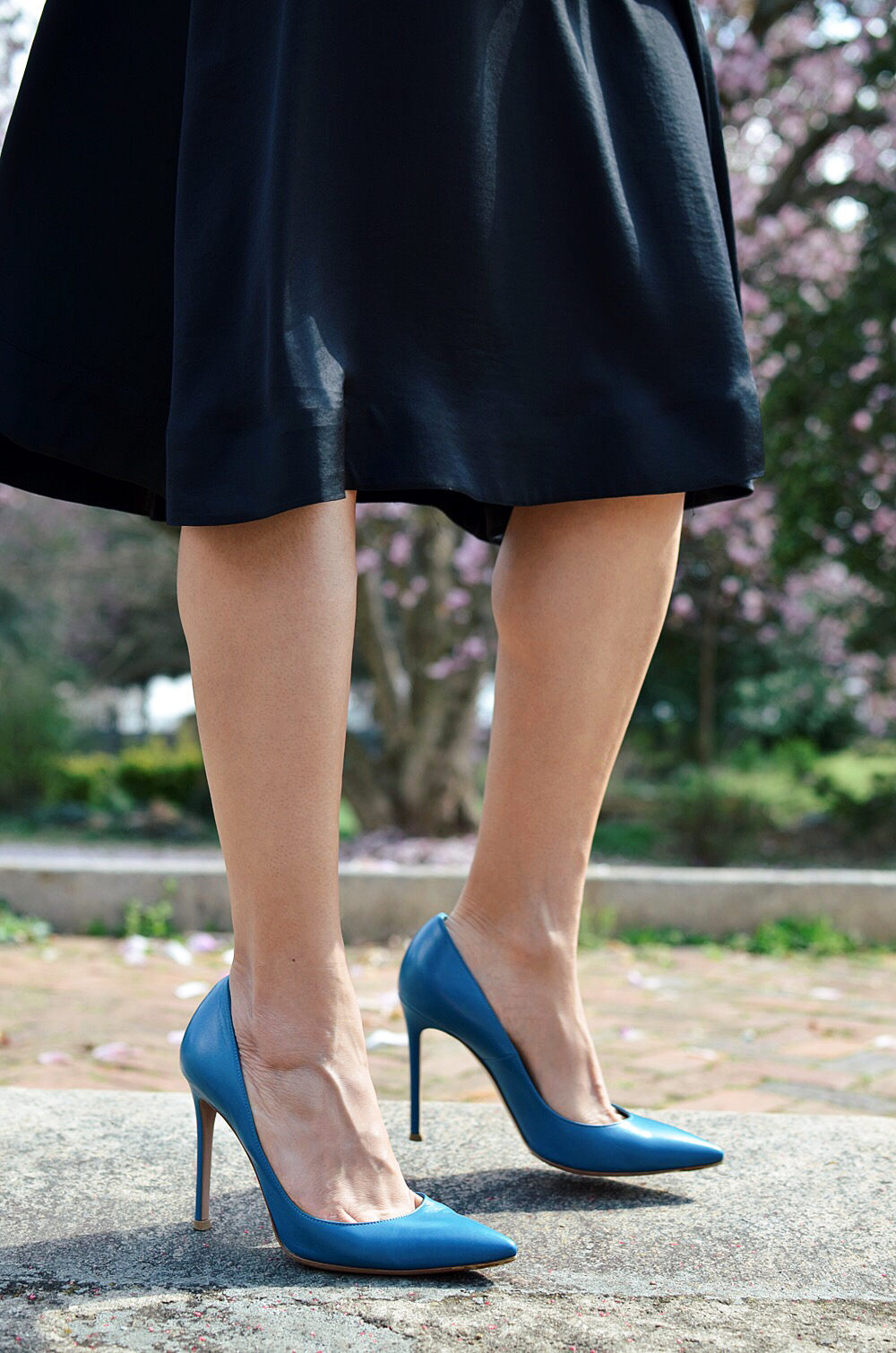 Blue shoes street style