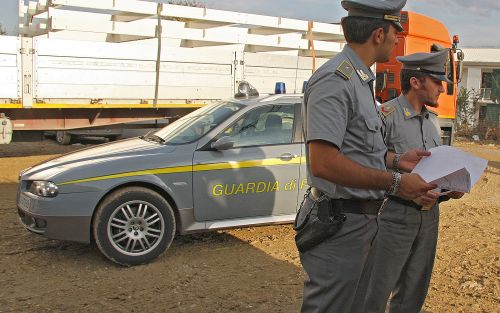 Scoperta società con finti lavoratori residenti in Calabria: venti denunce per truffa allo Stato